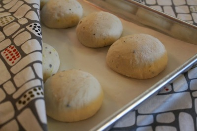 Persian Rooghan Jooshi Bread